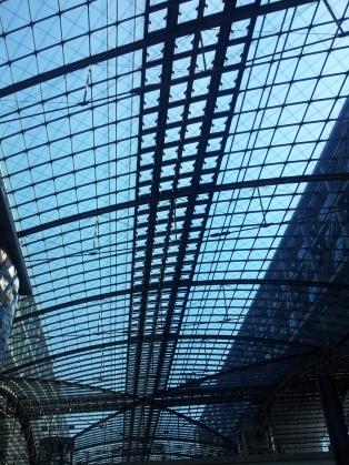 Berlin Hbf - Ankunft bei strahlendem Sonnenschein